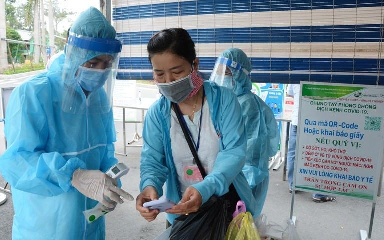 Khai báo y tế là hoạt động bắt buộc khi vào bệnh viện từ khi xảy ra dịch Covid-19. ẢNH: DUY TÍNH