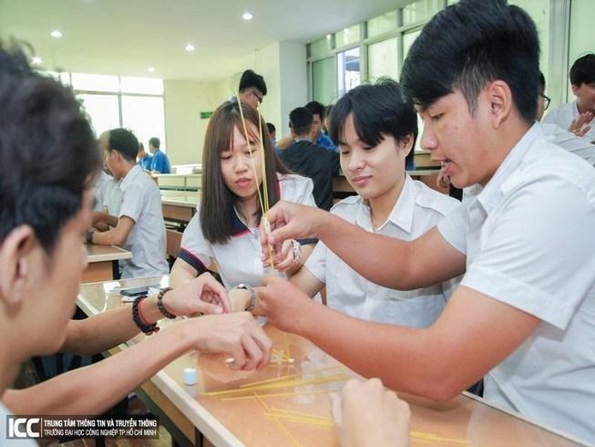 Sinh viên Trường ĐH Công nghiệp TP.HCM trong giờ học. Ảnh: NT