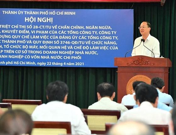 Phó Bí thư Thành ủy TPHCM Nguyễn Hồ Hải chỉ đạo định hướng xây dựngquy chế làm việc của đảng ủy các doanh nghiệp. Ảnh: VIỆT DŨNG