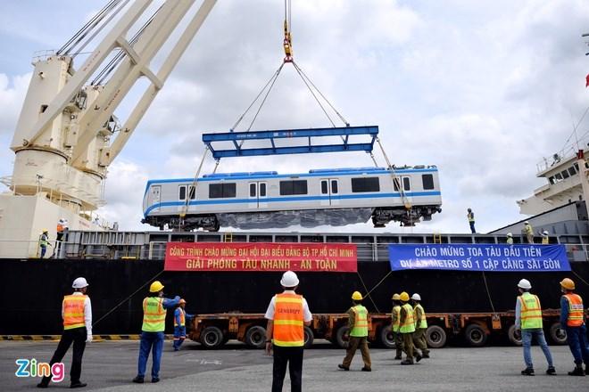Đoàn tàu 3 toa đầu tiên được nhập và vận chuyển về depot Long Bình hồi tháng 10/2020. Ảnh:Duy Hiệu