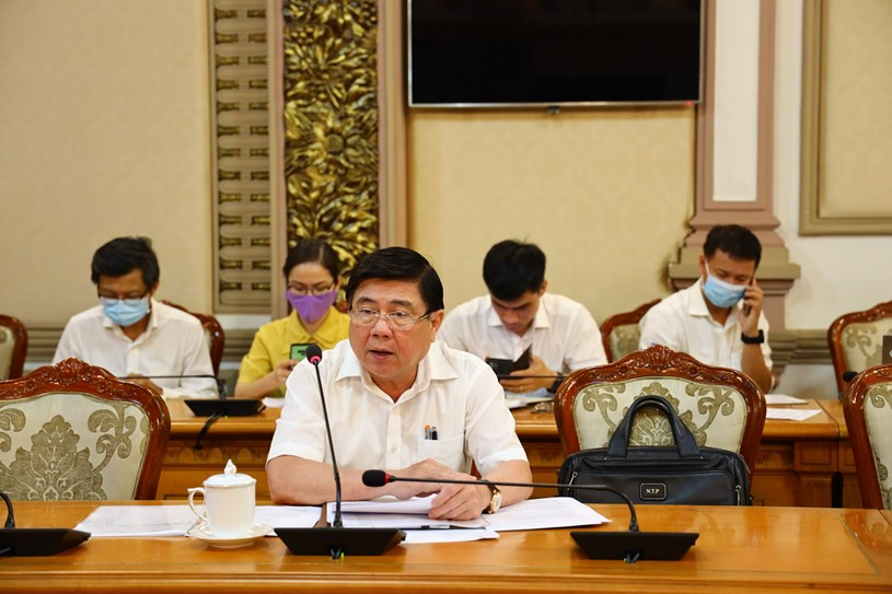 Chủ tịch UBND TPHCM Nguyễn Thành Phong chỉ đạo tại cuộc họp. Ảnh: Khang Minh