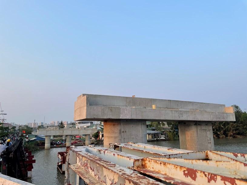 Công trường dang dở của cầu Long Kiểng. ẢNH: NGUYỄN BẢO ANH