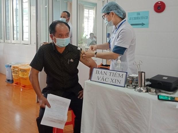 Cán bộ, công nhân viên sân bay tại Tân Sơn Nhất đã được tiêm vaccine phòng COVID-19. (Ảnh: CTV/Vietnam+)
