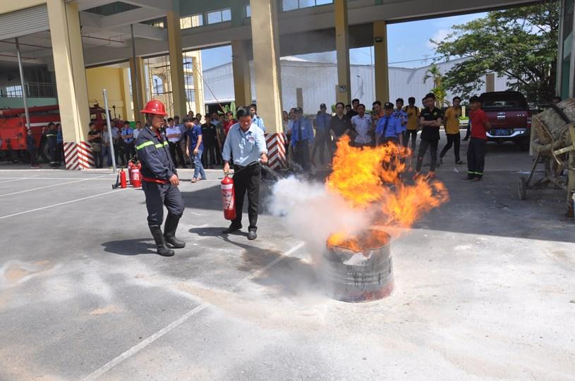 Tập huấn phòng cháy chữa cháy. Ảnh: Báo Công an TPHCM