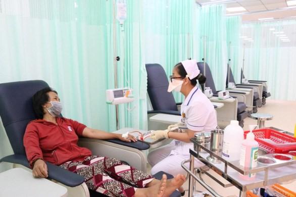 Những bệnh nhân đầu tiên sử dụng dịch vụ hóa trị trong ngày tại Bệnh viện Ung bướu cơ sở 2 - Ảnh: Sở Y tế TPHCM