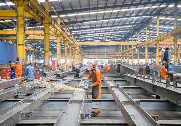 Công nhân lao động Công ty cổ phần Cơ khí xây dựng thương mại Đại Dũng tại khu Công nghiệp An Hạ, huyện Bình Chánh. (Ảnh: Thanh Vũ/TTXVN)