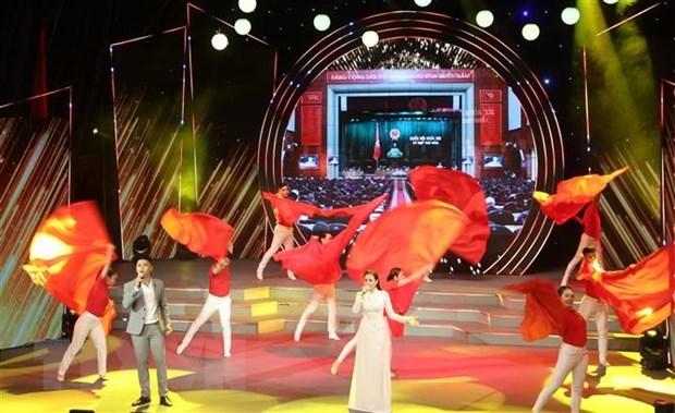Tiết mục Quốc hội ngời sáng niềm tin do ca sỹ Trung Kiên và ca sỹ Lưu Hiền Trinh thể hiện. Ảnh: Thu Hương/TTXVN
