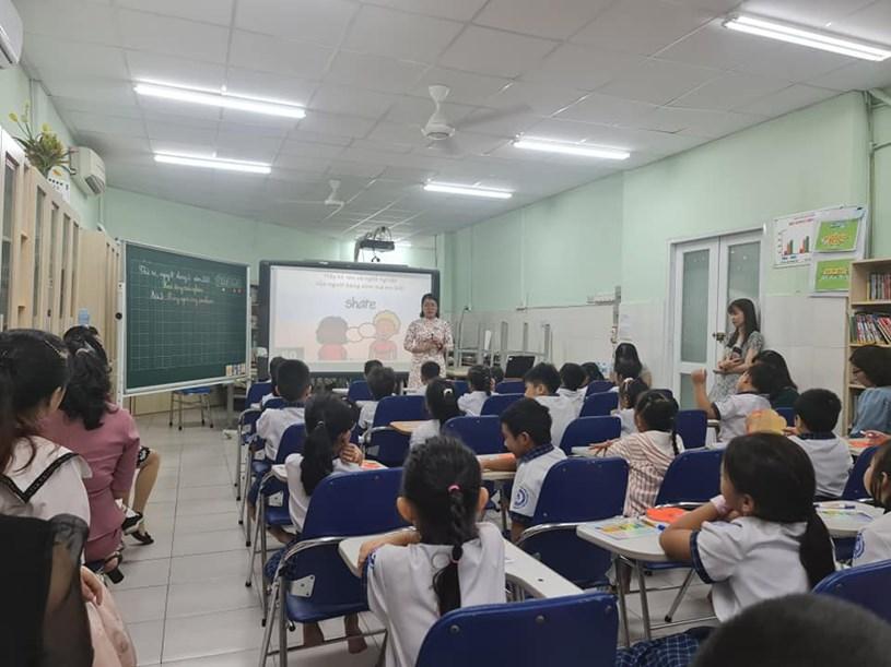 Tiết học trước khi ngừng đến trường vì dịch Covid-19 của Trường tiểu học Nguyễn Thị Định (Q.7, TP.HCM). Ảnh: THANH HẢI