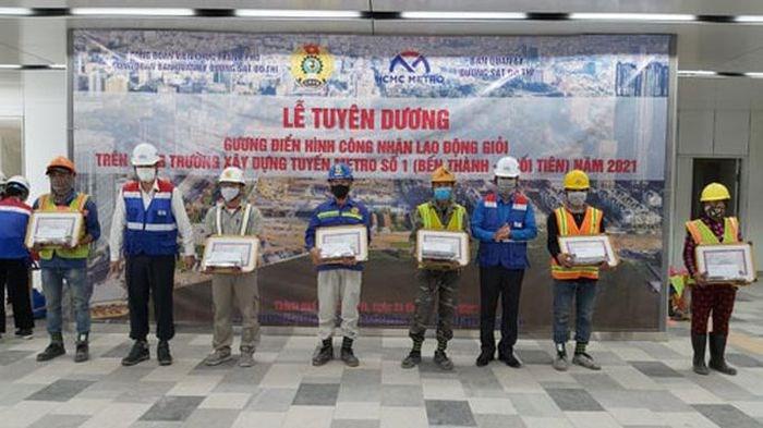 Công đoàn Viên chức TP HCM tuyên dương các công nhân giỏi trên công trường xây dựng tuyến metro số 1 Bến Thành - Suối Tiên