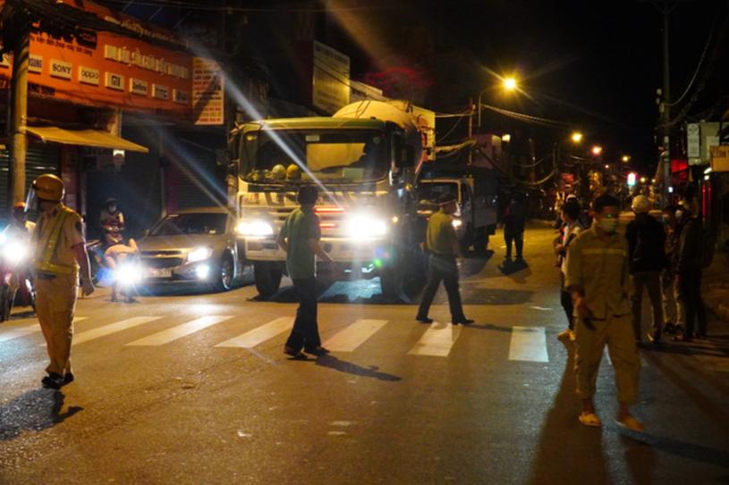 Chốt kiểm soát tại đường Lê Quang Định, phường 1, quận Gò Vấp. Ảnh: Quốc Thắng