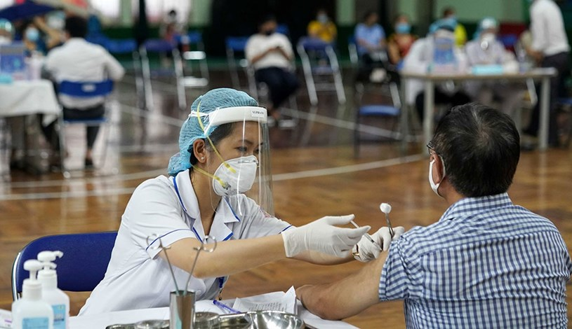 Điểm tiêm chủng cộng đồng tại Nhà thi đấu Lãnh Binh Thăng do Bệnh viện Q.11 (TP.HCM) phụ trách. ẢNH: ĐỘC LẬP