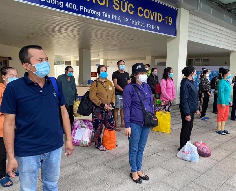 17 bệnh nhân nặng được xuất viện sau thời gian điều trị tại Bệnh viện Hồi sức COVID-19 TPHCM. Ảnh: Hà Văn Đạo
