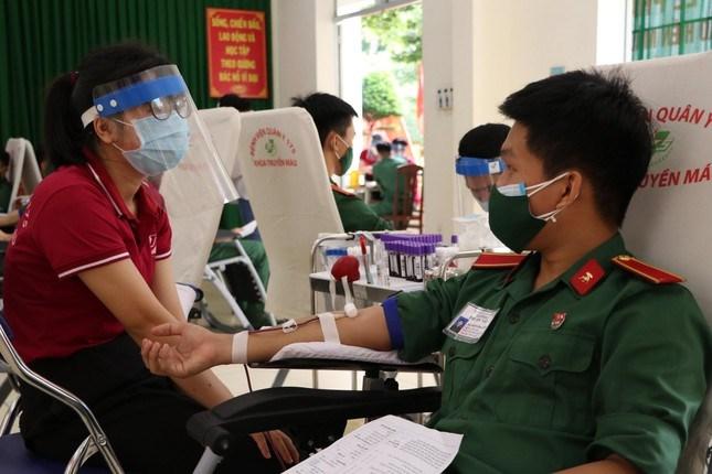 Bệnh viện Quân y 175 đã chủ động phối hợp với các đơn vị khác tổ chức phong trào hiến máu.