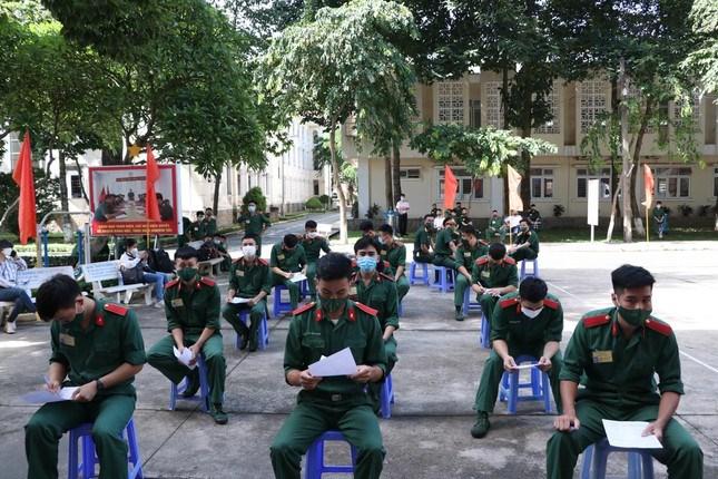 Cùng ngày, tại trường Sỹ quan Lục quân 2 và trường Sỹ quan Công binh cũng tổ chức hoạt động hiến máu nhân đạo cứu người.