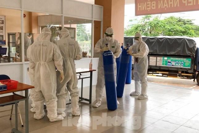 Để đưa khu cách ly tập trung này vào hoạt động, lực lượng nhân viên y tế quận Tân Phú cùng các đơn vị liên quan khác trước đó đã nỗ lực tối đa để hoàn thành các bước xây dựng, cải tạo phòng ốc, chuẩn bị trang thiết bị hạ tầng, vật tư y tế…