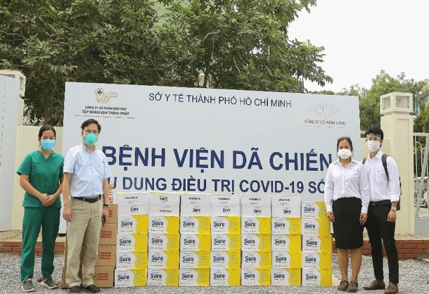Hàng trăm ngàn sản phẩm dinh dưỡng Sure Prevent Gold và Sure Diecerna được Vinamilk trao tặng cho 50 bệnh viện tuyến đầu trên cả nước