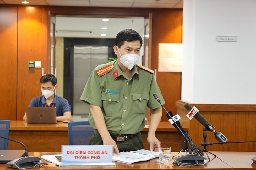 Thượng tá Lê Mạnh Hà cung cấp thông tin vềmột số biện pháp kiểm soát đối với lực lượng lưu thông trên đường. Ảnh: Khang Minh