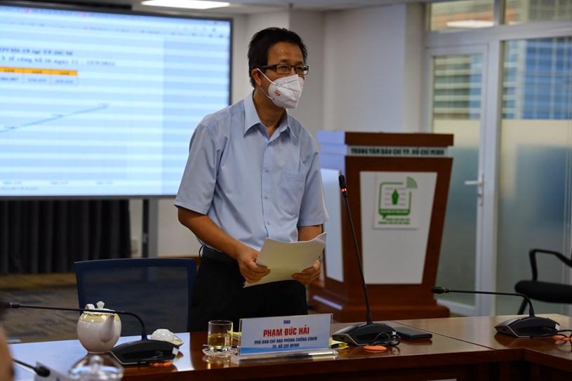 Phó Ban chỉ đạo Phạm Đức Hải thông tin về công tác an sinh xã hội. Ảnh: Khang Minh