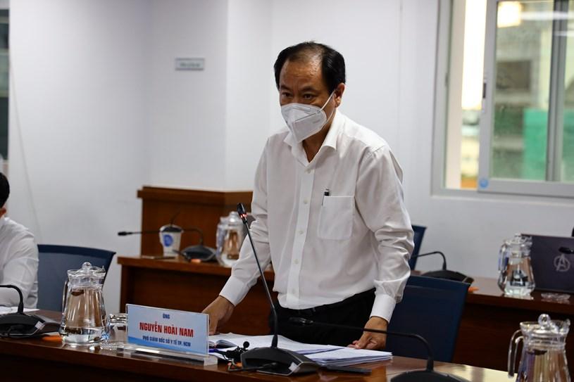 Phó Giám đốc Sở Y tế Nguyễn Hoài Nam phát biểu tại họp báo. Ảnh: Khang Minh