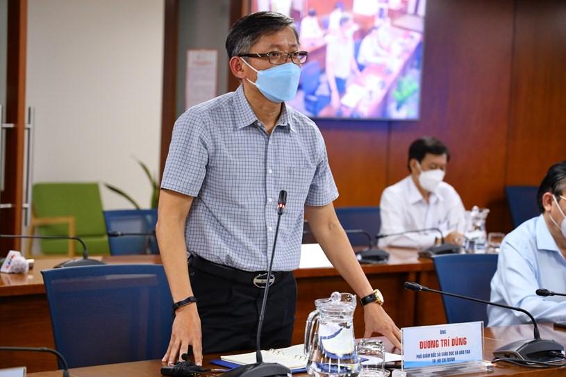 Phó giám đốc Sở Giáo dục và Đào tạo Dương Trí Dũng thông tin về tình hình giáo dục. Ảnh: Khang Minh