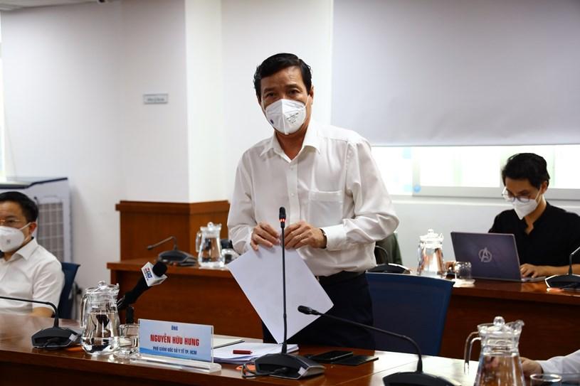 Phó giám đốc Sở y tế Nguyễn Hữu Hưng thông tin về phương án tiếp tục triển khai công tác xét nghiệm tại TPHCM từ nay đến ngày 30/9. Ảnh: Khang Minh