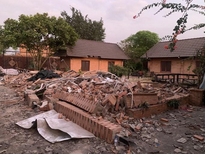 Phòng ngủ bên trong tổ hợp Gia Trang quán - Tràm Chim resort bị tháo dỡ/ Báo Người Lao Động