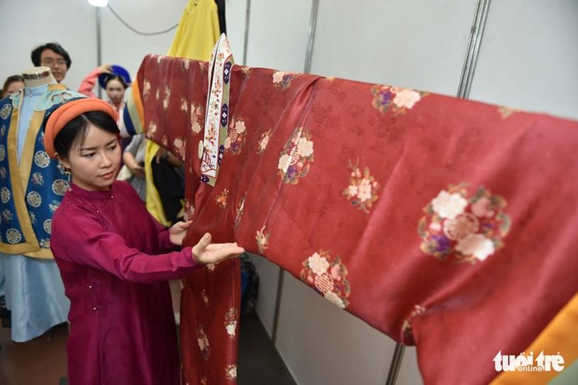 Chị Uyên Minh (Q.7) diện cổ phục áo ngũ thân đến tìm hiểu về Nhật Bình (cổ phục Việt Nam triều Nguyễn)
