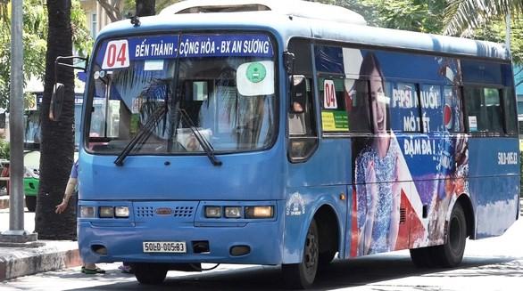 Hiện nay phần lớn xe buýt ở TP sử dụng dầu diezel hoặc khí nén thiên nhiên CNG, TP chưa có xe buýt điện - Ảnh: VĂN BÌNH