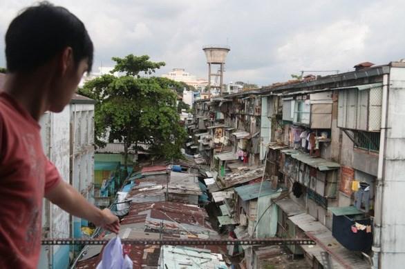 Nhiều chung cư trong cụm chung cư Ngô Gia Tự (Q.10, TP.HCM) xập xệ, xuống cấp nghiêm trọng - Ảnh: TIẾN LONG