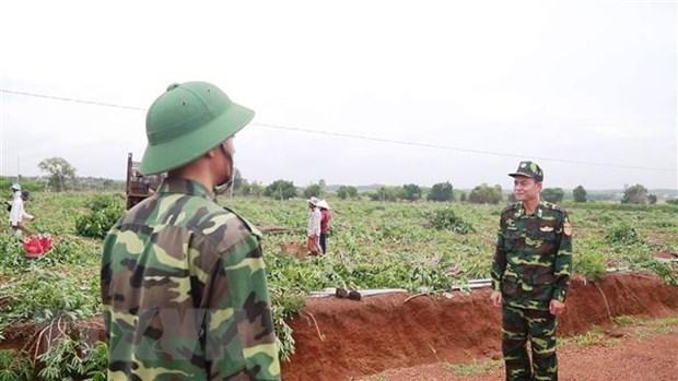 Lực lượng Biên phòng Cửa khẩu Chàng Riệc (huyện Tân Biên, tỉnh Tây Ninh) tuần tra, kiểm soát ở khu vực biên giới. (Ảnh: Thanh Tân/TTXVN)