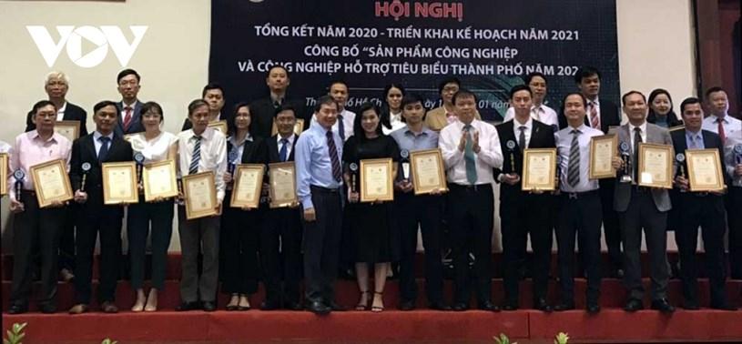 Lãnh đạo Bộ Công thương chúc mừng các doanh nghiệp được công nhận sản phẩm công nghiệp-công nghiệp hỗ trợ tiêu biểu TP HCM năm 2020.