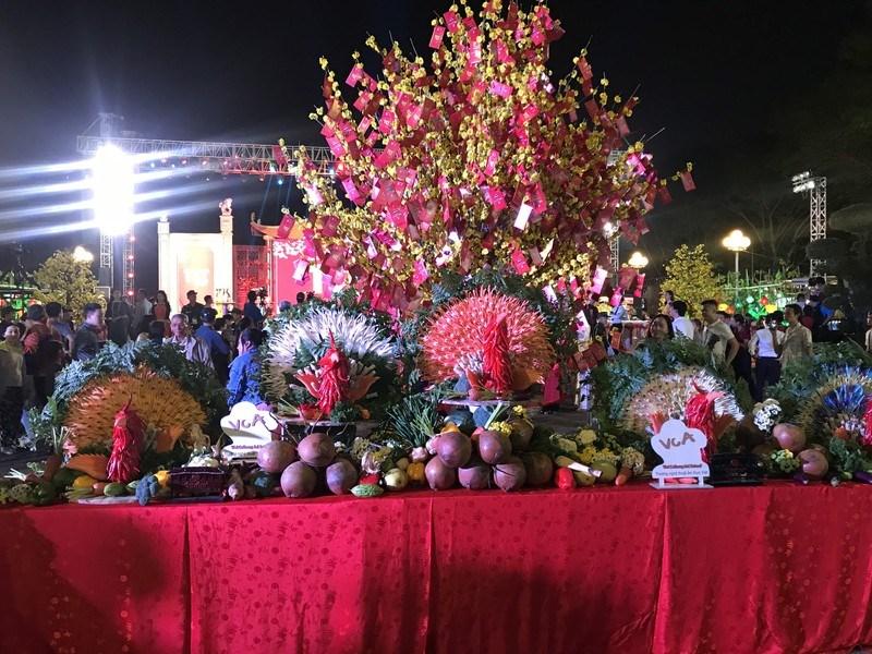 Trưng bày mâm ngũ quả tại lễ hội Tết Việt năm 2020