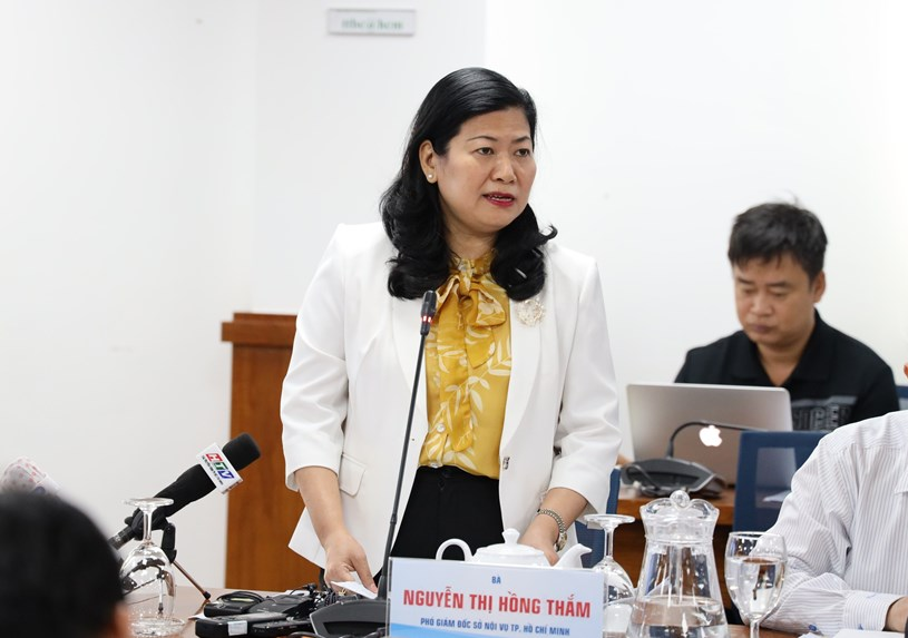 Phó Giám đốc Sở Nội vụ TP Nguyễn Thị Hồng Thắm thông tin tại buổi họp báo. Ảnh: Khang Minh