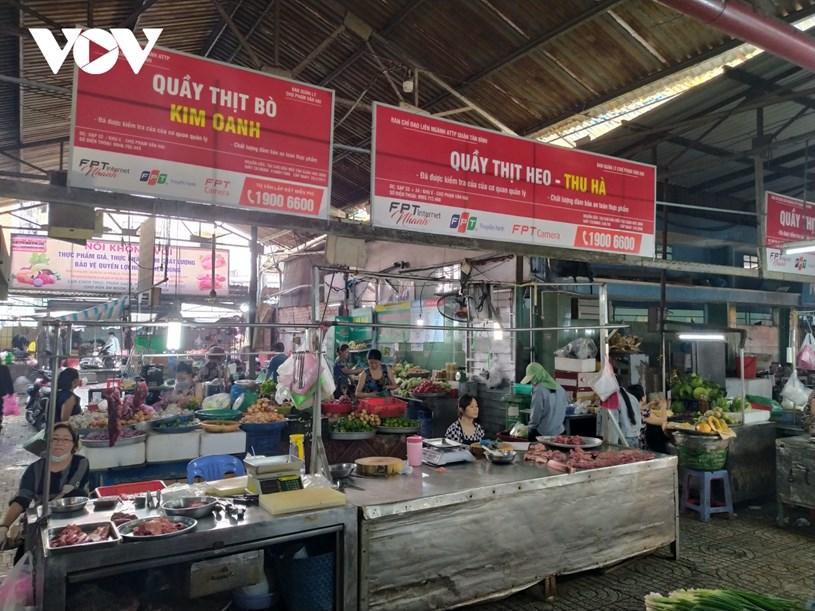 Bảng hiệu mới tại chợ Phạm Văn Hai, quận Tân Bình, TP HCM