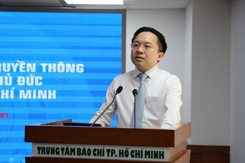 Phó Giám đốc Sở Thông tin và Truyền thông Từ Lương phát biểu tại lễ ký kết. Ảnh: Khang Minh