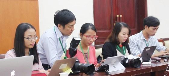 Phóng viên của các cơ quan báo chí tác nghiệp tại Đại hội Đại biểu Đảng bộ TPHCM khóa XI