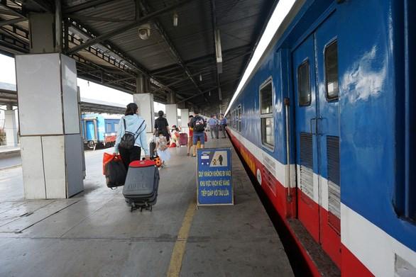 Trước đó, do tình hình dịch COVID-19, ngành đường sắt đã giảm nhiều chuyến tàu - Ảnh: ĐỨC PHÚ