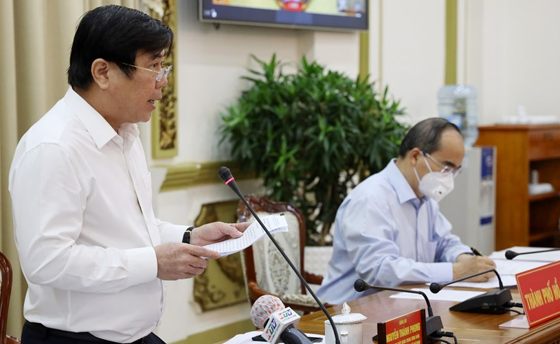 Chủ tịch UBND TP. Hồ Chí Minh Nguyễn Thành Phong báo cáo công tác phòng chống dịch COvid-19 với Thủ tướng Chính phủ. Ảnh: Đình Nguyên