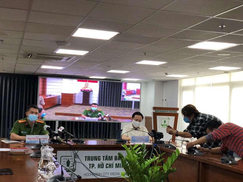 Trưởng phòng Cảnh sát Hình sự Công an Thành phố Nguyễn Đăng Nam và Phó Giám đốc Sở Thông tin và Truyền thông TP Từ Lương chủ trì buổi họp báo/Ảnh: Long Hồ