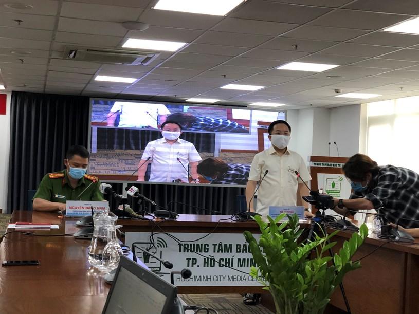 ông Từ Lương, Phó Giám đốc Sở Thông tin và Truyền thông, Giám đốc Trung tâm Báo chí Thành phố phát biểu tại buổi họp báo/ Ảnh: Long Hồ
