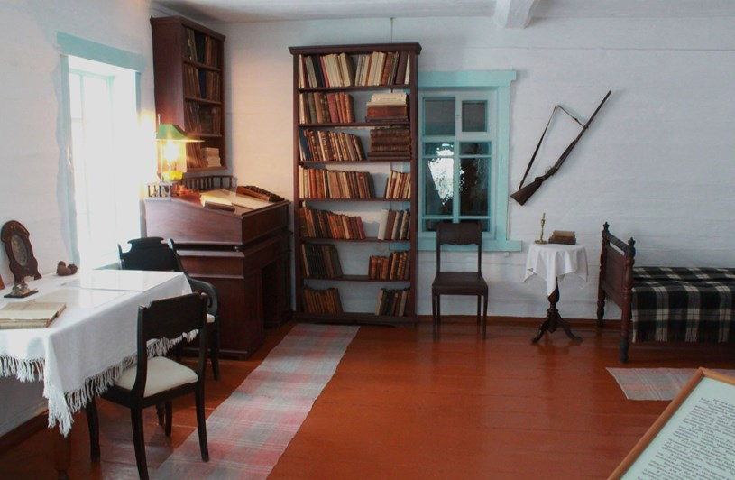 Chiếc súng săn và những vật dụng bên trong phòng làm việcngôi nhà Lenin và gia đình đã sống trong thời gian bị đày ở làng Shushenshkoye những năm 1898-1900. (Ảnh: Trần Hiếu/TTXVN). (Ảnh: Trần Hiếu/TTXVN)