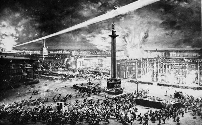 """Hơn một thế kỷ đã trôi qua và thế giới sẽ còn tiếp tục đổi thay, nhưng cuộc cách mạng vĩ đại do V.I. Lenin và đảng Bolshevik lãnh đạo vẫn khẳng định sức sống, giá trị thời đại và ý nghĩa lịch sử toàn thế giới. Những lý tưởng cao đẹp mà cuộc cách mạng làm """"rung chuyển thế giới"""" ấy vạch ra hơn 100 năm trước vẫn là khát vọng, là ước mơ cháy bỏng của loài người và ngọn lửa Cách mạng Tháng Mười Nga vẫn luôn sáng mãi. (Ảnh: Tư liệu/TTXVN)"""