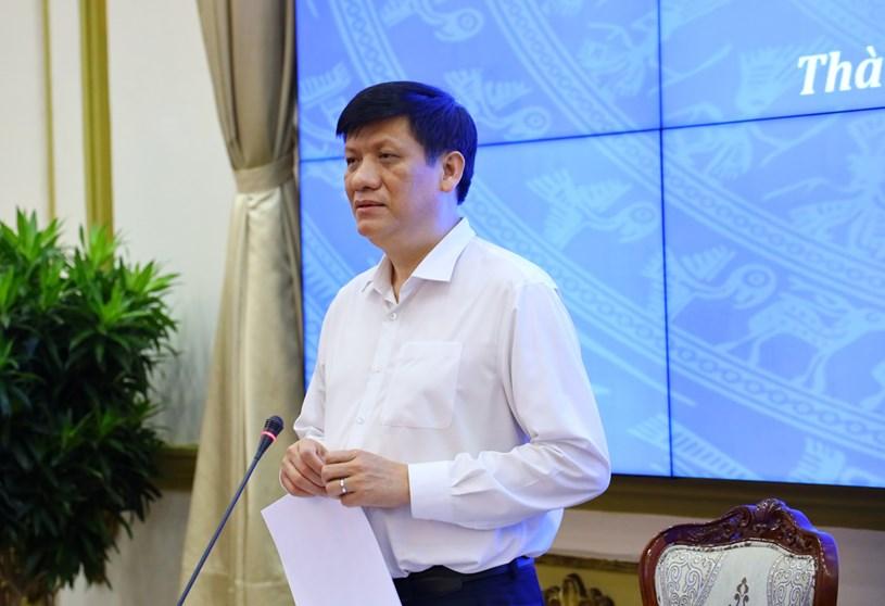 Bộ trưởng Bộ Y tế Nguyễn Thanh Long trao đổi tại buổi làm việc. Ảnh: Huyền Mai
