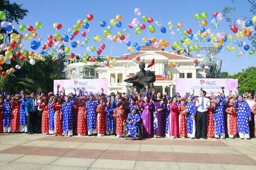 Công nhân có hoàn cảnh khó khăn tham gia lễ cưới tập thể tại TP HCM