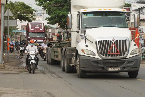 """Đường Nguyễn Duy Trinh được coi là đường """"tử thần"""" vì đã xảy ra nhiều vụ tai nạn thương tâm - Ảnh: ĐỨC PHÚ"""