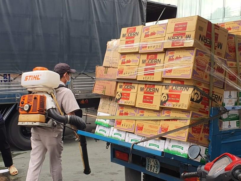 Quà hỗ trợ người lao động Công ty Nhà bếp Vina đang cách ly tại nhà máy để phòng, chống dịch Covid-19.