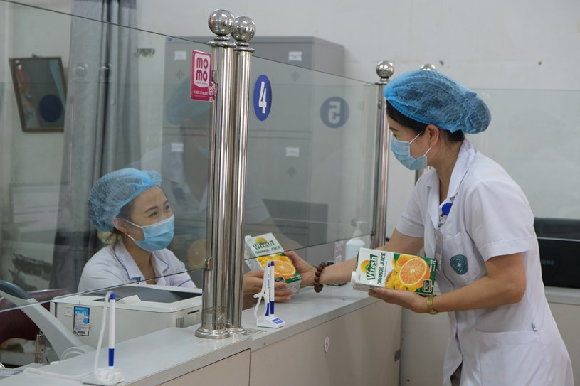 Hỗ trợ 48.000 sản phẩm sữa cho tổ công tác lấy mẫu, xét nghiệm của TPHCM trong đợt dịch cao điểm