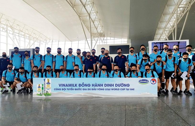 Vinamilk tự hào khi sản phẩm Sữa tươi Vinamilk 100% được tiếp tục đồng hành cùng đội tuyển sang Dubai thi đấu