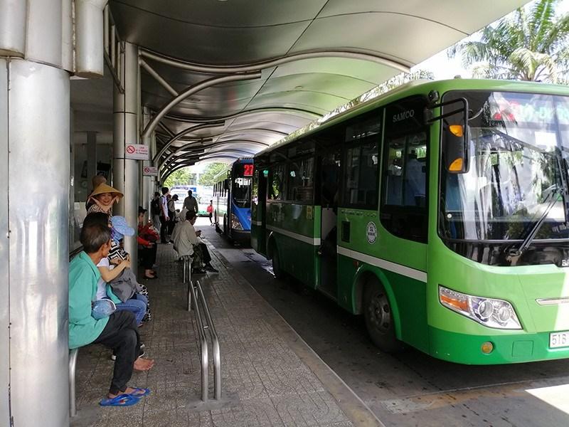 Lượng khách đi xe buýt giảm mạnh trong nhiều năm qua. Ảnh: THU TRINH