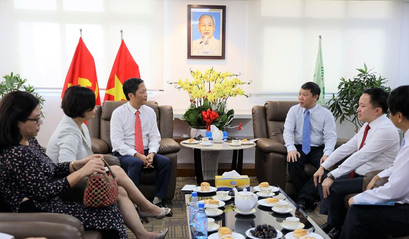 Bộ trưởng Bộ Công Thương Trần Tuấn Anh thăm Trung tâm Báo chí Thành phố